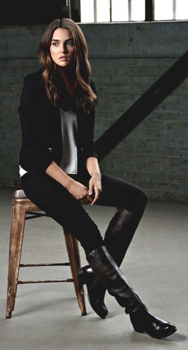 look modernos con botas de montar negra