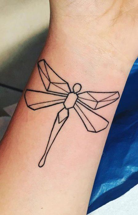 tatuaje dibujo de libelula