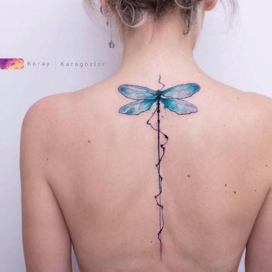 tatuaje libelula espalda