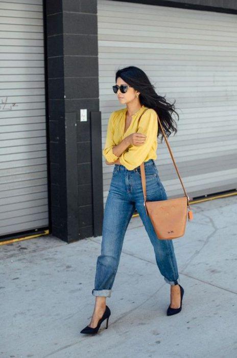 jeans mom de moda