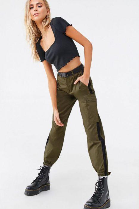jogger cargo verde militar
