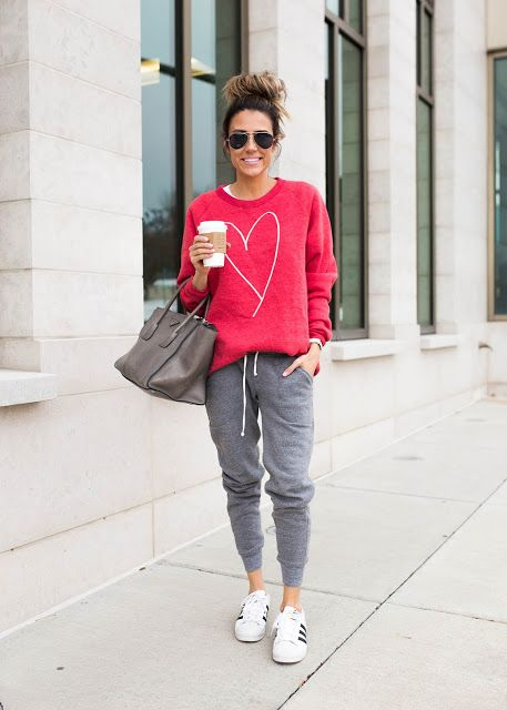 look informal con jogger y buzo