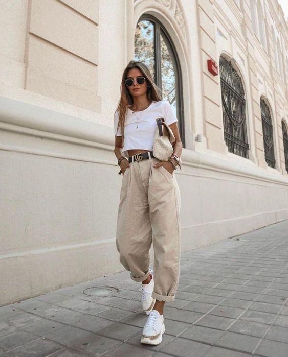 Como Combinar Un Pantalon Beige Outfit Mujer 2021 Muy Trendy
