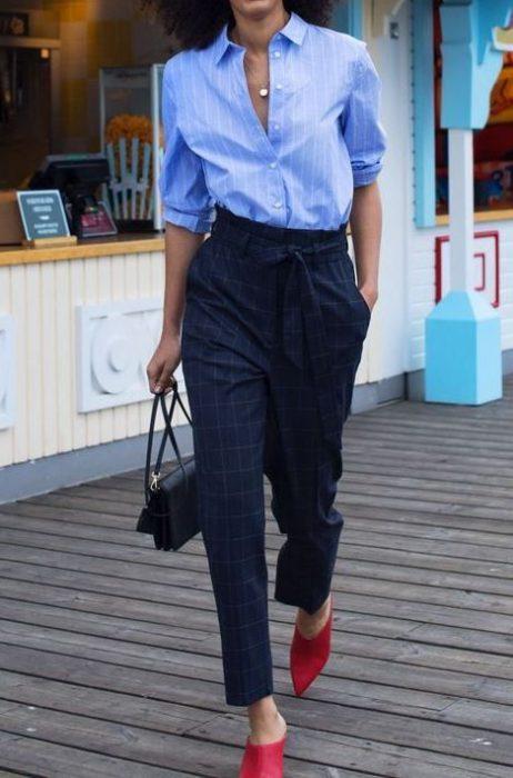 look para la oficina con pantalona cuadros azul