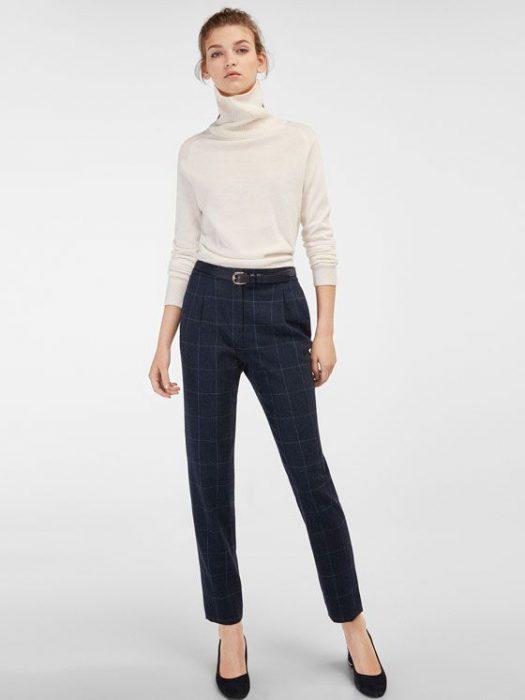 outfit con pantalon a cuadro azul