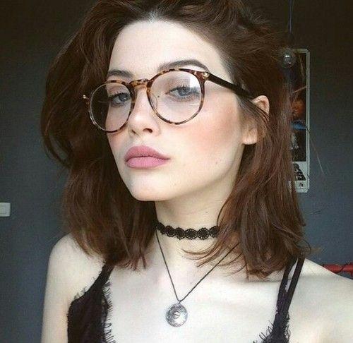 despeinado bob con lentes
