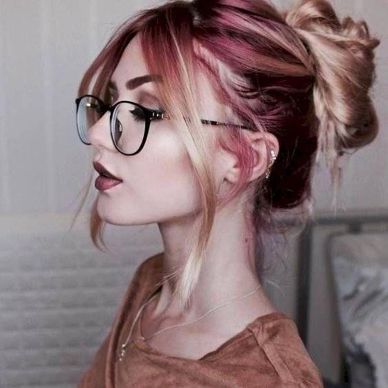 lentes y rodete peinado