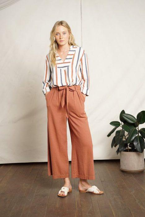 look casual con pantalon de lino y camisa