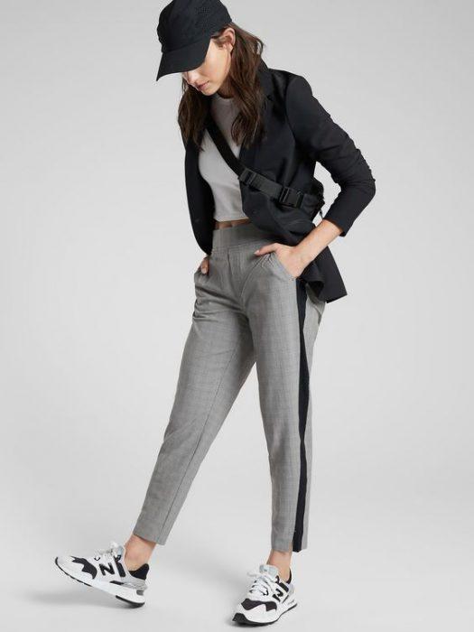 look casual con pantalon gris