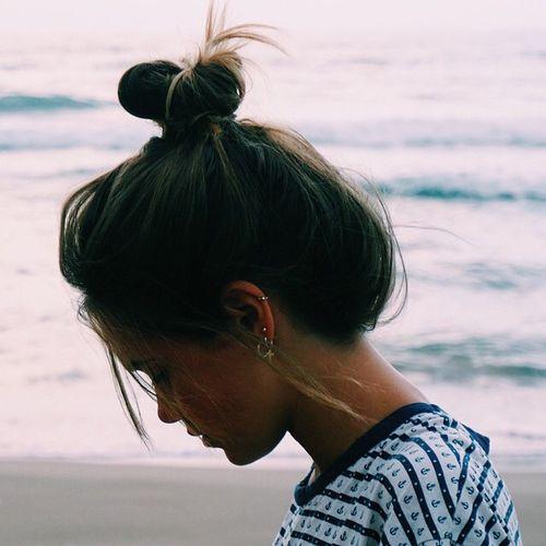 nudo superior peinado para la playa