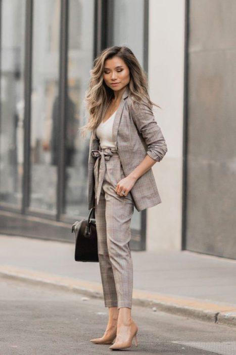 pantalon y blazer de lino para ir a la oficina