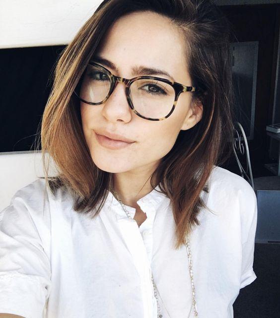 pelo recto y en capas con lentes
