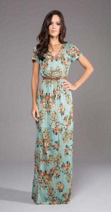vestido largo con cinto de cuero