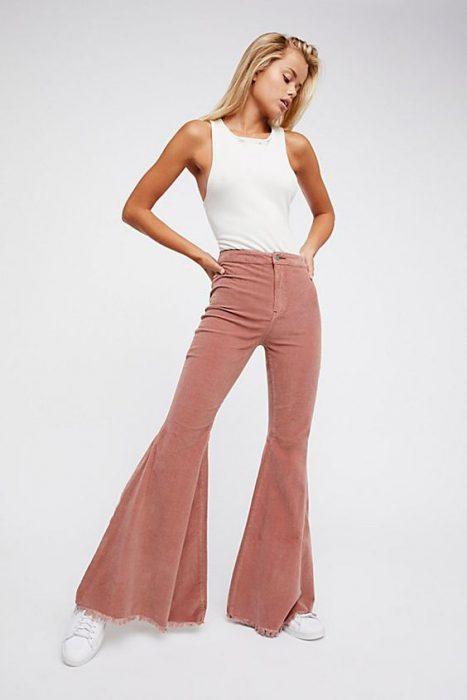 Outfits Como Combinar Un Pantalon Rosa Para Mujer 2021 Muy Trendy