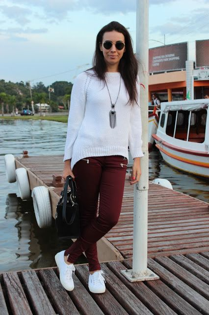 look informal con pantalon bordo