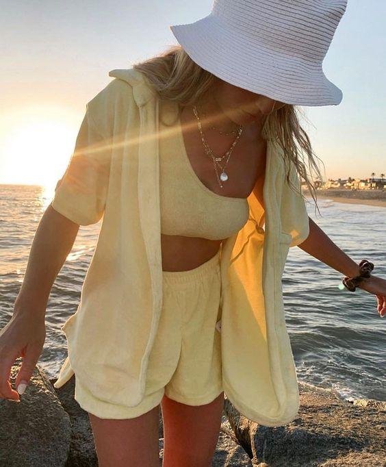 outfit en amarillo pastel