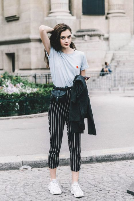 pantalon a rayas tipo pijama look informal