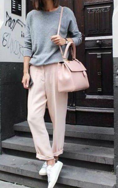 pantalon de vestir rosa con zapatillas