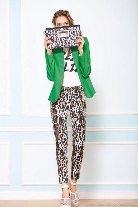 pantalon leopardo con blazer