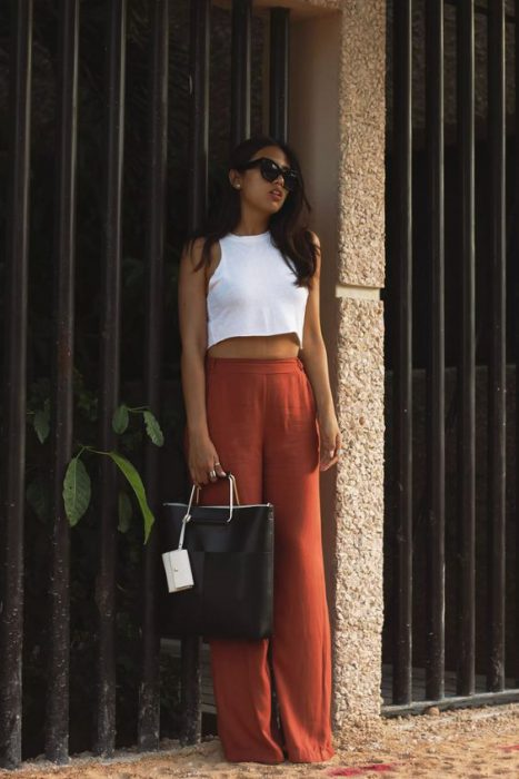pantalon lino terracota y top blanco