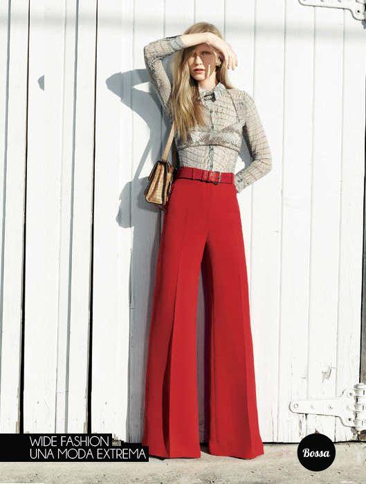 pantalon rojo y camisa beige