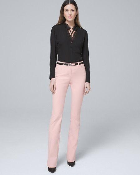pantalon rosa y camisa negra