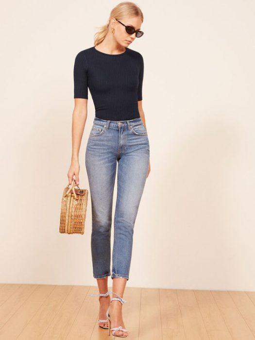 look basico con jeans capri
