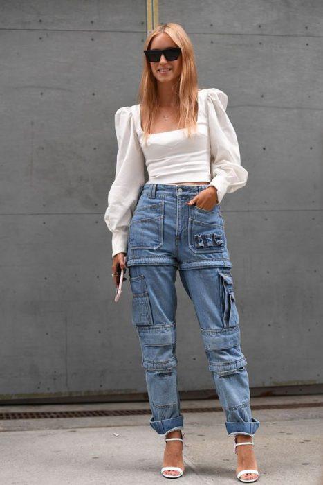 pantalon cardo denim y blusa blanca
