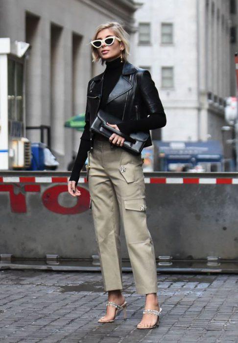 pantalon cargo para un look urbano
