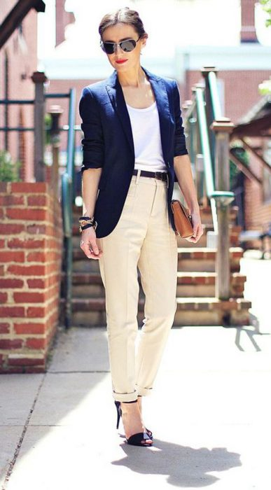 pantalon crudo con blazer azul