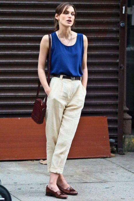 pantalon crudo y blusa azul