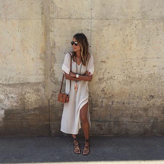 vestido blanco y sandalias gladiador