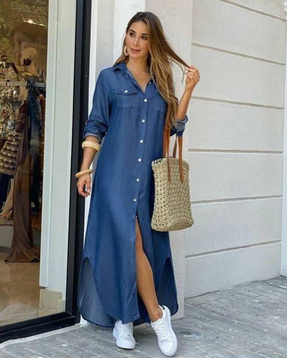 vestido camisero largo con zapatillas