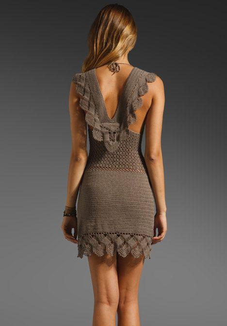 vestido corto a crochet ajustado espalda