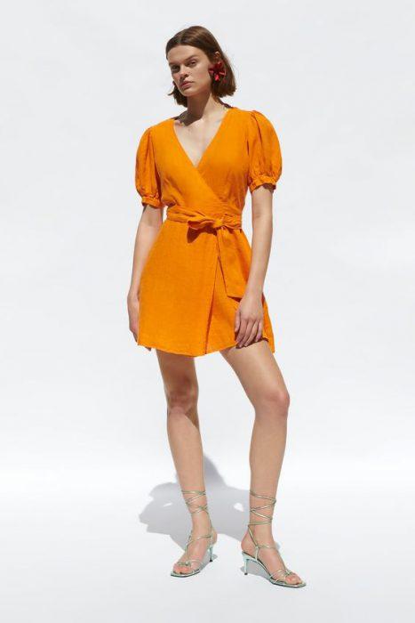 vestido cruzado corto mangas cortas