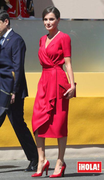 vestido cruzado rojo formal