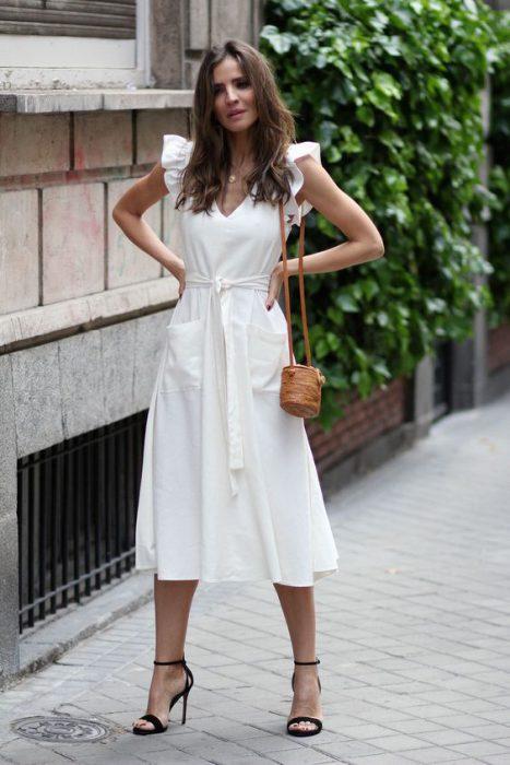 vestido de lino blanco para ir a una cena verano