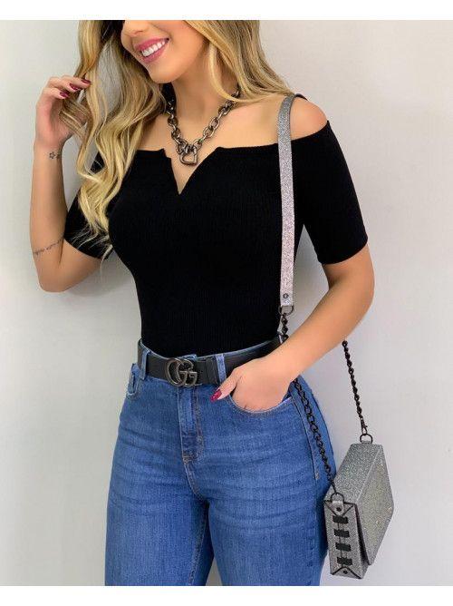 blusa ajustada negra hombros descubiertos