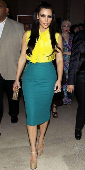 blusa amarilla y falda verde