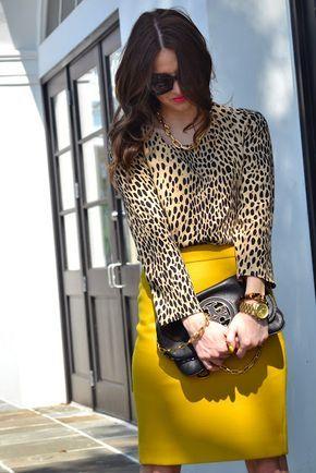 blusa animal print con falda amarilla