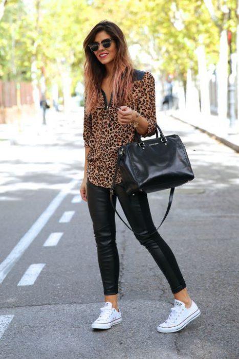 blusa animal print con pantalon engomado negro