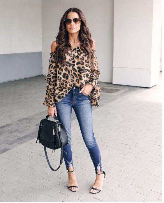 blusa animal print holgada con jeans