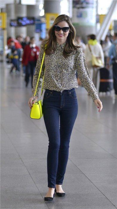 blusa animal print y jeans basico
