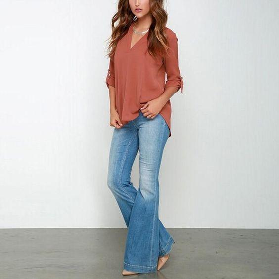 blusa camisola terracota y jeans oxford