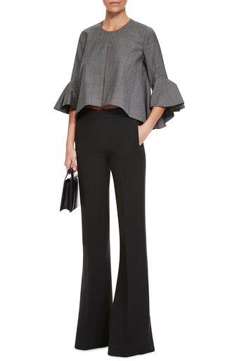 blusa de lino gris con pantalon negro