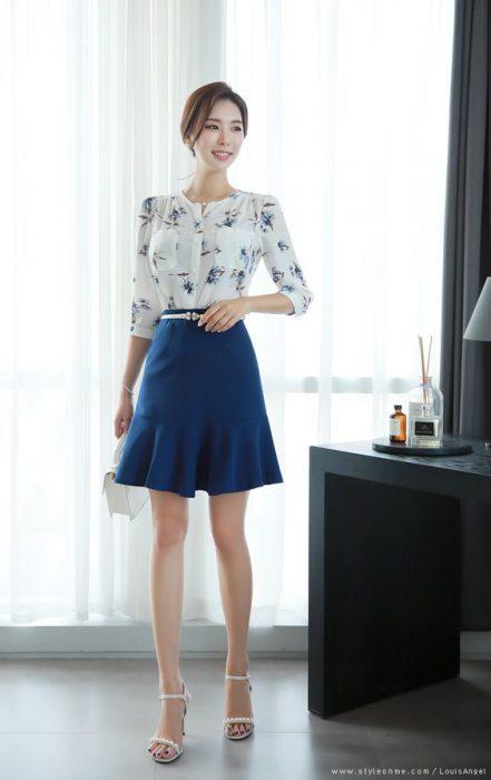 blusa flores azules y falda