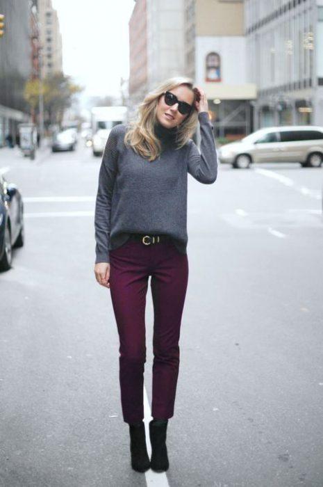 blusa gris con morado