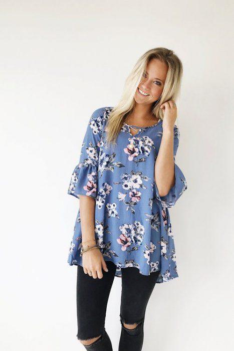 blusa holgada floreada casual