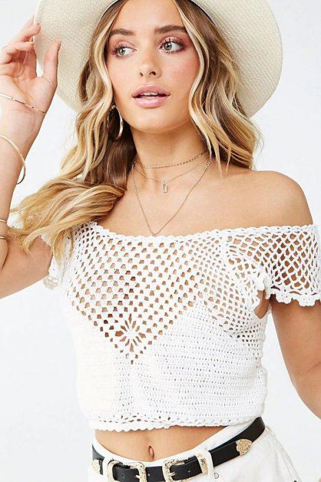 blusa hombros descubierto tejida a crochet