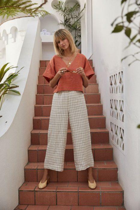 blusa lino y pantalon beige
